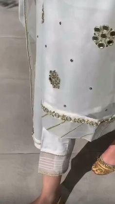 Fancy Dress Design, Stylish Dress Designs, Designs For Dresses, Indian Fashion Dresses, Girls Fashion Clothes, Shadi Dresses, Pakistani Dresses, Punjabi Suits Online Shopping, Baby Clothes Sizes