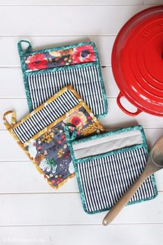 Quick DIY Gifts You Can Sew - Simple Potholders - Best Sewing Projects for Gift Giving and Simple Handmade Presents - Free Sewing Patterns Easy Sewing Hacks, Sewing Crafts, Sewing Tutorials, Sewing Tips, Basic Sewing, Online Tutorials, Mens Sewing Patterns, Sewing Men, Diy Gifts For Men