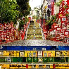 Segunda-feira - Música urbana bem brasileira pra começar qualquer coisa, inclusive a semana.