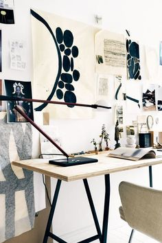 Journelles – Your Daily Dose of Fashion, Beauty + Interior – Creative Home Office Design Workspace Inspiration, Interior Inspiration, Inspiration Wall, Office Workspace, Office Decor, Office Ideas, Zen Office, Office Inspo, Office Table
