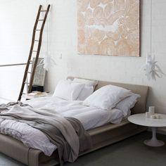 neutral bedroom/ styling Megan Morton via the design files Painted Brick Walls, White Brick Walls, White Bricks, Home Bedroom, Modern Bedroom, Bedroom Decor, Bedroom Colors, Brick Bedroom, Calm Bedroom