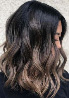 22 Gradient Blends of Lob Styles for Women 2018 Do you like to wear lob styles for more stylish looks in these days? If you like to sport or if you have already this best style of haircuts then you have to visit here for awesome shades of long bob hairsty Brown Blonde Hair, Brunette Hair, Dark Hair, Balayage Bob Brunette, Long Bob Brunette, Lob Balyage, Black Hair With Balayage, Brown Medium Length Hair With Highlights, Brown Ombre Hair Medium