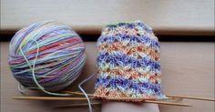 Kati's Muster Wolle gefärbt vom Oranienburger Wollfärbeduo 56 Gesamtmaschen Nadelspiel 2,5 Kein Bündchen, nur 1 Runde recht...