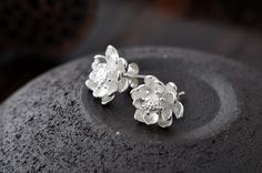 925+Sterling+Silber+Lotus+Flower+Ohrring-Bolzen+von+Florence's+Handmade+Gifts+auf+DaWanda.com