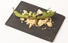 Charred broad beans with S. Jorge cheese and brioche crumbs