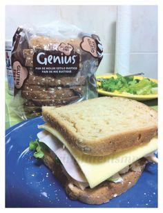 """""""Recientemente salió a la venta el pan de molde fresco de Genius... El rústico me parece especialmente delicioso, y es el que usé en esta ocasión"""" - singlutenismo nos enseña la ciencia detrás del sandwich perfecto. Sin Gluten, Sandwiches, Pancakes, Bread, Fresco, Breakfast, Food, Dinners, Science"""