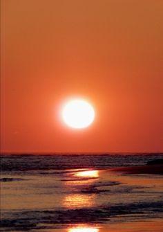 Relation etrange - extrait - une soiree romantique (Laeti) Quand le coucher de soleil aide un jeune homme à s'emparer du coeur de sa belle ;)