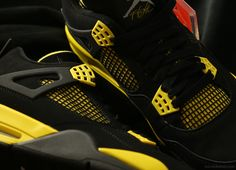 Air Jordan IV Thunders