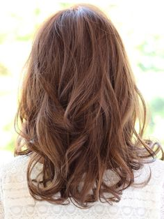 フェミニンロング:ロング in 2020 Medium Length Wavy Hair, Mid Length Hair, Medium Hair Styles, Curly Hair Styles, Middle Hair, Hair Arrange, Permed Hairstyles, Ginger Hair, Layered Hair