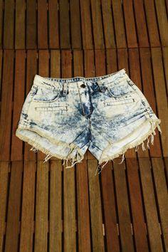 Short Jeans feminino modelo bolso frontal