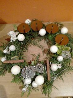 Věneček od Andělky pro maminku Christmas Wreaths, Holiday Decor, Home Decor, Christmas Garlands, Homemade Home Decor, Holiday Burlap Wreath, Decoration Home, Interior Decorating