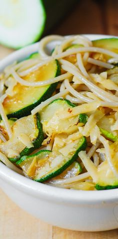 Parmesan Zucchini & Garlic Pasta (Spaghetti) - delicious and easy-to-make! #healthy #vegetarian #dinner