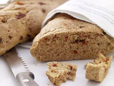 Für alle, die es würzig mögen! Tomaten-Brotstangen - mit Thymian - smarter - Kalorien: 106 Kcal - Zeit: 25 Min. | eatsmarter.de