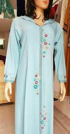 Kaftan Designs, Dress Neck Designs, Mode Abaya, Mode Hijab, Designer Punjabi Suits Patiala, Moroccan Caftan, Indian Designer Outfits, Kaftans, Indian Attire