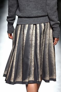 A closer look from the #BottegaVeneta Women's Fall-Winter 2014/2015 runway