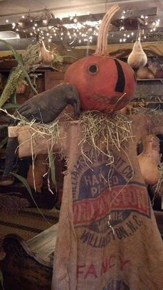 primitive pumpkin scarecrow made by Hinton Primitives Primitive Scarecrows, Primitive Autumn, Fall Scarecrows, Primitive Pumpkin, Primitive Crafts, Primitive Patterns, Halloween Doll, Vintage Halloween, Fall Halloween