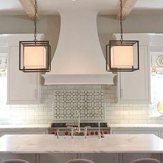 Amazing Kitchen Hood Design (Make Your Kitchen Look Nice Full) Chloe's Kitchen, Kitchen Hood Design, Kitchen Cooker, Kitchen Hoods, Kitchen Tiles, Kitchen And Bath, Square Kitchen, Shaker Kitchen, Kitchen Cabinets