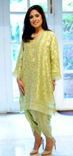 'Tis a season thats brimming with pretty outfits in festive colours! We almost feel greedy for a new wardrobe as our eyes devour Farida Hasan's new Eid collection! She is set to exhibit… Pakistani Outfits, Indian Outfits, Classy Outfits, Pretty Outfits, Casual Dresses, Fashion Dresses, Indian Designer Suits, Eid Collection, Indian Fashion