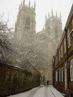 tocamelot:Snowy Minster(York, England) by jimoftheday on Flickr. enchantedengland: Oh ISN'T THIS LOVELY!!!! And I have actually been here. In the spring, however. It did not look this pretty, but York is still an amazing city.