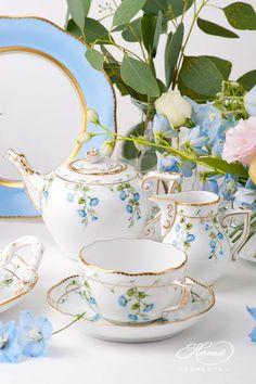 Nyon tea set - Coffee Set - Ideas of Coffee Set - Named after the city of Nyon an elegant design bringing real European traits simplicity and style. The afternoon tea set of Nyon. Bistro Design, Afternoon Tea Set, Vase Deco, Tee Set, Michael Graves, Blue Desserts, Sushi Set, Pottery Workshop, China Tea Sets