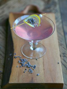 A stunning Lavender Martini made with a base of homemade lavender syrup, fresh lemon juice, and vodka. The lavender syrup can be used to make cocktails or quickly whip up mocktails, coolers or lemonade Lavender Drink, Lavender Martini, Lavender Cocktail, Lavender Buds, Summer Drinks, Cocktail Drinks, Fun Drinks, Alcoholic Drinks, Beverages