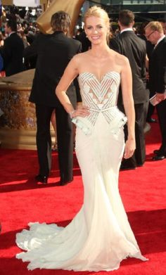 Red carpet gowns - Google Search.........      Love that dress!