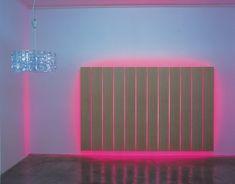 Grell und offensiv markiert die Kunst Anselm Reyles häufig die Räume ihrer Präsentation. Ihre neonkalte Farbigkeit wirkt attraktiv und distanziert gleichermaßen. Obwohl Reyle die Materialität seiner Objekte nicht verschleiert, führen seine künstlerischen Überarbeitungen zu einer ästhetischen Verunklärung ihrer ursprünglichen Herkunft. Weder der ›Lampe‹ noch den Holzpaneelen, die Reyle für trust neu arrangiert und mit Neonröhren …