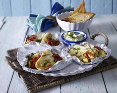 Unser beliebtes Rezept für Halloumi-Päckchen mit Gemüse und mehr als 55.000 weitere kostenlose Rezepte auf LECKER.de.