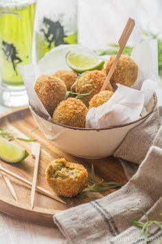 Croquettes de Pois chiche et Sardines Food Photography Tips, Cake Photography, Gastro, Western Food, Tempura, Beignets, Serving Bowls, Healthy Recipes, Healthy Meals