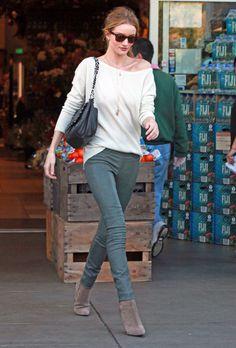 Rosie Huntington-Whiteley Photo - Rosie Huntington-Whiteley Grocery Shops with Jason Statham