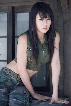 Sexy South Korean top model Hwang Mi Hee wallpapers 320x480 (22)