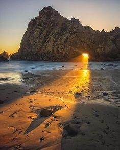 beautifuldestinationsCatching a glimpse of the sunset ☀️ (: @luketyreephotography)