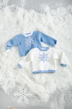 "Crochet - Free Pattern: ""Let It Snow Sweaters"" - Level: easy. Crochet For Boys, Knitting For Kids, Love Crochet, Baby Knitting, Knit Crochet, Häkelanleitung Baby, Baby Kind, Crochet Baby Sweaters, Crochet Baby Clothes"