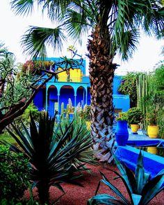 12 cosas para hacer y ver cuando visites Marrakech, paseos imprescindibles ✅ La Medina ✅ Jardines ✅Palacios ✅Mezquitas ✅Mercados y más. Marrakech, Borneo, Tours, Mansions, House Styles, Instagram, Garden, Blog, World
