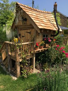 Building your little one a playhouse in the backyard will surely make them happy. There are a few things you should know before you build a playhouse for kids. Cool Tree Houses, Fairy Houses, Play Houses, Garden Playhouse, Build A Playhouse, Crooked House, Fairytale House, Contemporary Garden Design, Tree House Designs