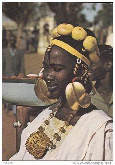 SENEGAL---Jeune femme peulh---voir 2 scans