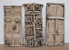 http://pavlarichterova.blogspot.cz/search/label/Výtvarka?updated-max=2013-06-10T22:06:00+02:00 Těšínské dveře Dostali jen předlohu fotky. Povrchová úprava je burel a někde vytíraná glazura, at' dveře vypadají jako opravdu staré.
