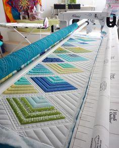 Quilting is done... Fertig gequiltet... #quilting #longarmquilting #modernquilting #modernquilt #handiquilter #hq18 #avante18 #blueberryparkfabric #karenlewistextiles #jaybirdquilts #supersidekickruler #rulerwork #quilt #quilted #patchwork #quiltaholic #quilten #nähen #nähenisttoll #nähenmachtglücklich #nähenmachtsüchtig #wip #workinprogress #crafts #straightlinequilting #freemotionquilting by schnigschnagquiltsandmore