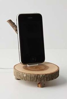 The Enchanted Woods iPhone Dock :) Woodworking Guide, Custom Woodworking, Woodworking Projects Plans, Teds Woodworking, Ipod Dock, Diy Cadeau, Enchanted Wood, Tablet, Wooden Diy