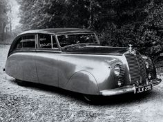 1947 Rolls-Royce Silver Wraith Sedanca de Ville by Hooper ( .think this is the one styling exercise they got horribly wrong! Voiture Rolls Royce, Rolls Royce Cars, Vintage Cars, Antique Cars, Rolls Royce Silver Wraith, Ac Schnitzer, S Car, Automotive Design, Fire Trucks