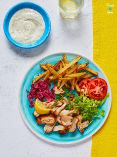 Chicken Gyros Kebabs - Pinch Of Nom Cajun Dirty Rice Recipe, Chicken Gyros, Chicken Kebab, Chicken Souvlaki, Grilled Chicken, Kebab Recipes, Mince Recipes, Snacks Recipes, Ww Recipes