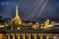 PhotoPoésie : Pont Alexandre III : la Lumière d'or veille sur les nuits des nymphes - http://rkebbi.com/pont-alexandre-iii-la-lumiere-dor-veille-sur-les-nuits-des-nymphes/