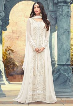 Salwar kameez goes well for all occasions with designer salwar kameez, party wear dresses. Exciting faux georgette floor length anarkali suit for festival, party and wedding. White Anarkali, Anarkali Gown, Anarkali Suits, Punjabi Suits, Pakistani Dresses, Indian Dresses, Indian Outfits, Indian Clothes, Pakistani Clothing