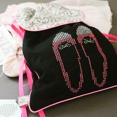 Customisation d'un sac à dos avec les feuilles magiques #custombymedmc sur le thème glamour ... C'est vraiment trop top ! http://custombymedmc.com/fr/