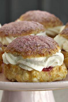 Sweet Desserts, Just Desserts, Sweet Recipes, Cake Recipes, Danish Dessert, Danish Food, Dessert From Scratch, Sweet Cooking, Scandinavian Food