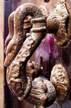 <3 the door knocker