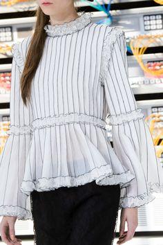 Défilé Chanel Printemps-été 2017 Prêt-à-porter | Le Figaro Madame