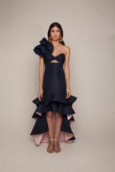 Get inspired and discover Johanna Ortiz trunkshow! Shop the latest Johanna Ortiz collection at Moda Operandi. High Fashion, Fashion Show, Womens Fashion, Fashion Pants, Dress Fashion, Tight Dresses, Dress To Impress, Beautiful Dresses, Evening Dresses