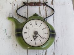 Vintage 1960's Spartus Teapot Clock -- i'm not much of a tea drinker, but this is awfully cute! i need a coffee pot clock.