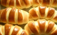 Bagels are soft, with jam - simple and versatile pastries. Appetizer Recipes, Dessert Recipes, Bread Dough Recipe, Russian Desserts, Bread Shaping, Puff Pastry Recipes, Savoury Baking, Dessert Bread, Mini Foods